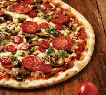 Every food photographer's basics pizza